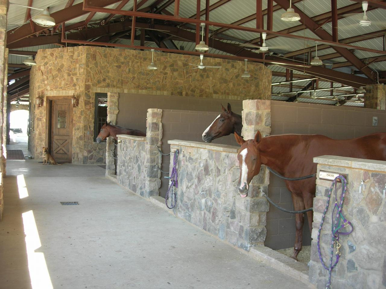 Cross creek construction design picture gallery for Building a horse stable